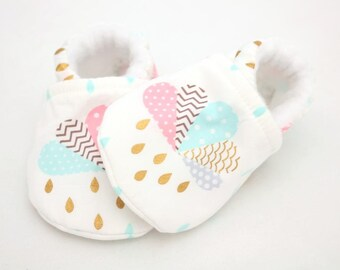 Baby shoes, baby girl shoes, crib shoes, baby booties, soft sole, white rain, baby moccs, kids shoes, baby girl, baby shoes girl, newborn