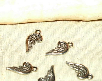 Charms X 5 10 mm Tibetan silver wings