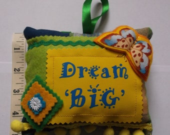 Small Cushion with saying Dream Big