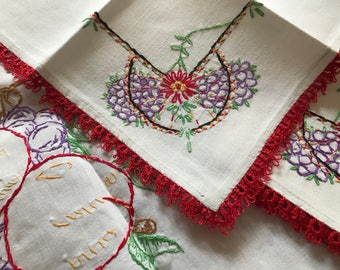 Vintage Embroidered Tablecloth Table Topper & Four Matching Napkins~Red Tatted Edges~Hand-Made~Grapes Fruit Embroidery~Tatting