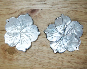 """Mother of Pearl Flower Pendant - 2.3"""" (58mm) - 2pcs"""