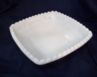 "Vintage Milk Glass Scalloped Edge Bowl, Candy Dish, 6.25"", Free Shipping F1"
