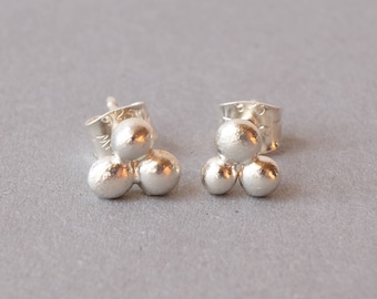 Wunderful ear studs made of silver nuggets