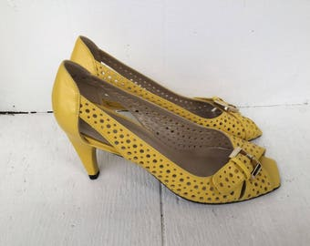 Stuart Weitzman yellow leather heels 6 / vintage 80s peep toe buckle pumps / perforated cutout bow sandals / vintage heels / leather heels
