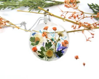 Real Flower necklace, Flower pendant, Pressed Flowers jewelry, Botanical Necklace, Nature jewelry, garden necklace, wildflowers necklace