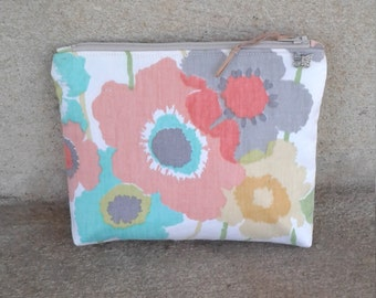 Flower Zipper Pouch, 8w x 6h x 2.5d, make-up bag, cosmetic bag,  purse, pocketbook, Multi color pouch, hygiene pouch, resort pouch, Gift bag
