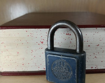 Vintage Yale Junior Padlock from Yale and Towne
