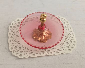 Miniature Pink Tidbit Server With Laser Cut Paper Doily, Dollhouse Miniature, 1:12 Scale, Dollhouse Decor Accessory, Crafts