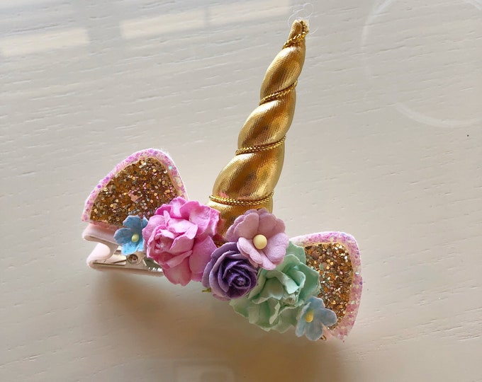 Glittery Unicorn Gold clip || Gold bow || Glitter Bow || Baby Bow || unicorn Theme || Hair Clip || Bow
