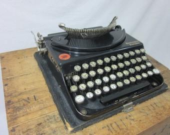 Cool 1920s Remington Portable Working Typewriter & Case!