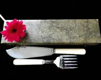 Pair of fish servers, faux bone handled chrome plated blades, Art Deco design retro cutlery, scroll & heart pattern, hinged presentation box