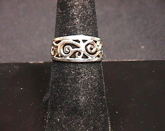 Vintage Sterling Silver Ladies Free Form Ring in a size 7 1/2