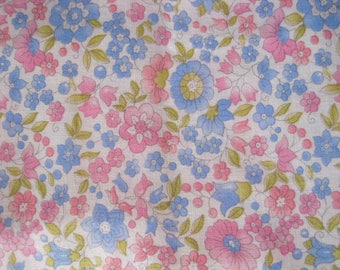 Vintage Floral Fabric, French Florals, Pretty Pastel Florals, Quilting & Patchwork Fabric, 1970s Flower Fabric, Vintage Sewing Fabric