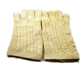 Hand Crocheted Vintage Gloves, Ivory Cotton Gloves, Wrist Length Gloves, Bridal Gloves, Wedding Gloves, Fishnet Gloves, 1940's Dress Gloves