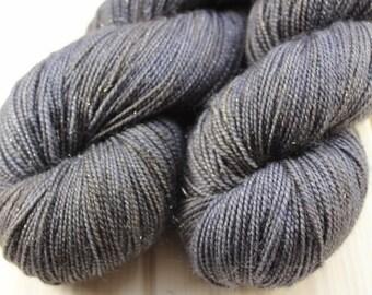 Skein hand dyed superwash Merino, Nylon and Stellina - Fingering - (5/20/75) - 100 g / 400 m - Anthracite