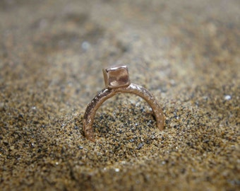 Ǝlement line pink gold cube ring
