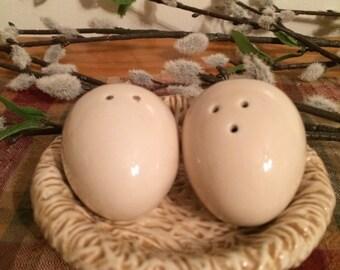 Salt and Pepper, Bird's Nest with Eggs, Sakura