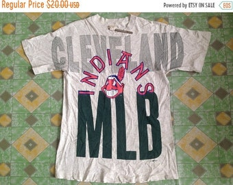30% Vintage Indians Cleveland MLB Copyright YGM 1996 Red Indians Big Logo Spellout Shirt