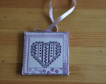 embroidered wall hanging or pinkeeps poinst fancies ' hearts'