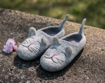 Baby gift Cat lover gift Baby shoes Hello Kitty felted slippers cat shoes baby slippers cat slippers Felted Cat wool slippers felted wool
