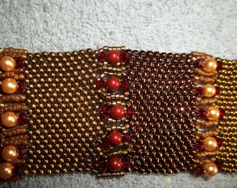 Beaded bracelet with mesh effect