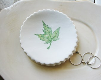 Small Maple Leaf Ring Dish, Clay Dish, Clay Ring Holder, Clay Ring Dish, Green Ring Dish, Catchall Dish, Jewelry Holder