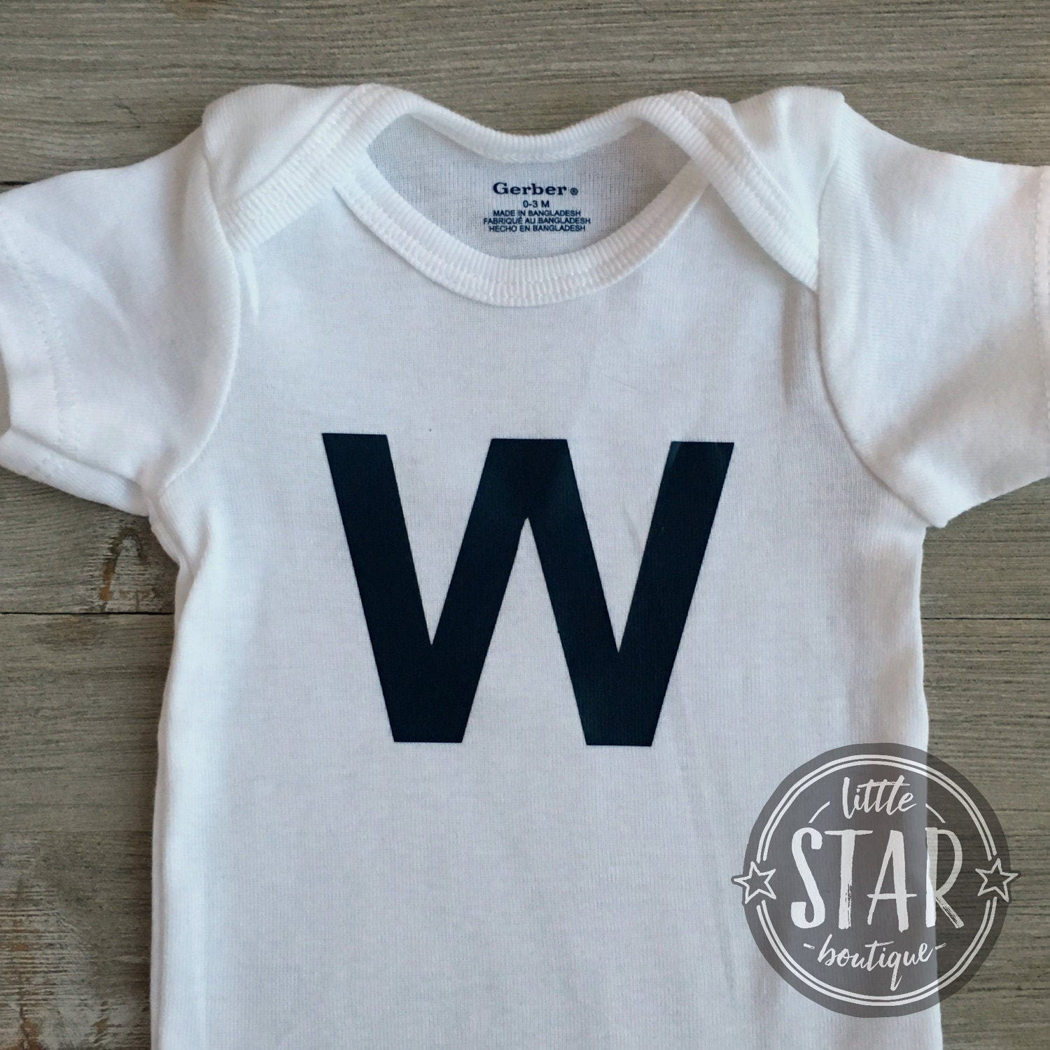 Chicago Cubs Baby Gift Fly the W Tee Chicago Cubs esie