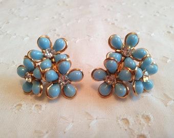 Vintage Screw Back Earrings Blue cluster flower with rhinestones in gold tone