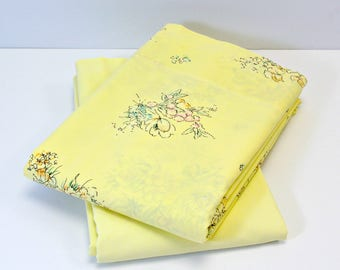 Vintage Bed Sheets, Two Yellow Floral Print Full Size Top Sheet, Spring Bedding Yellow Floral Double Bed Flat Sheet Set, Pastel Floral Print