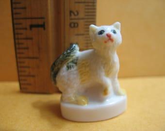 White Kitten Cats Cat Kittens Kitty Miniature French Feve Feves Porcelain Figurines Doll House Charm Mini  Figures E38