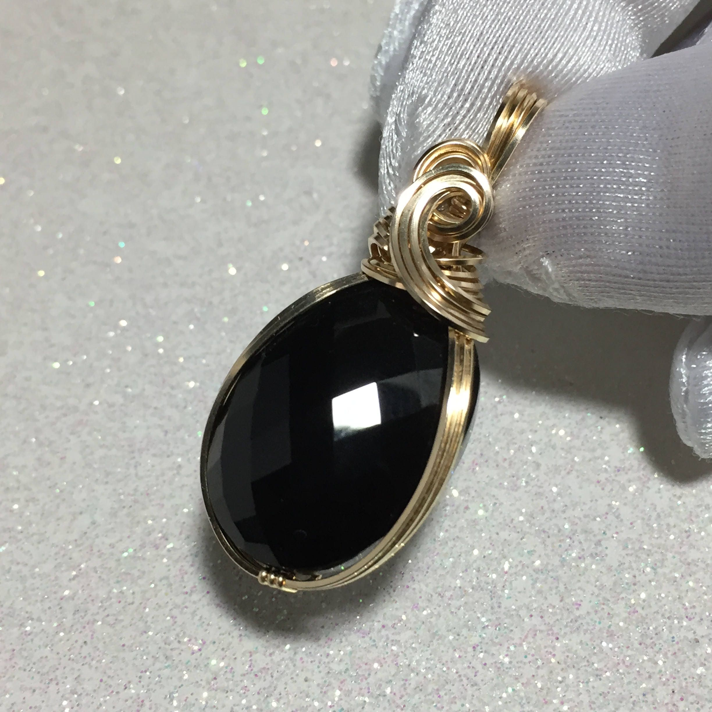 item sehgal node diamonds pendant onyx