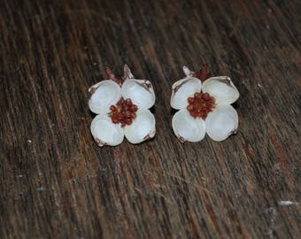 Vintage Earrings. Dogwood Blossom Design. 1950's. Screwback. Great Condition.