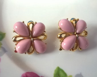 Stunning TRIFARI Signed Clip Earrings With Pink Lucite Stones RARE COLOR, Vintage Wedding, Mother of the Bride, Evening Wear, Gifts for Her