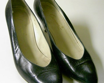 Caressa Spain Black Basic Pumps 1960 - 70's Era Lovingly Used Size 8 1/2