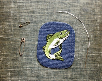 green fish patch . 1970s vintage patch . embroidered denim iron on patch, anthropomorphic animal patch