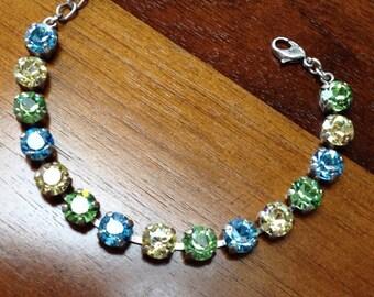 8mm bracelet in aqua; light yellow ans peridot green.