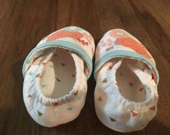 Size 12 to 18 month crib shoe , Crib shoes , baby shoes , baby girl shoes , girl shoes