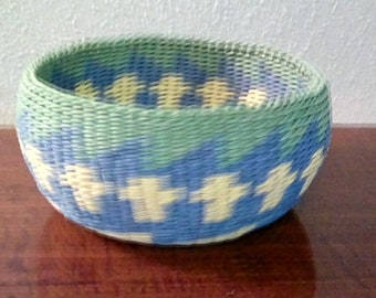 Fruit basket w/yellow crosses