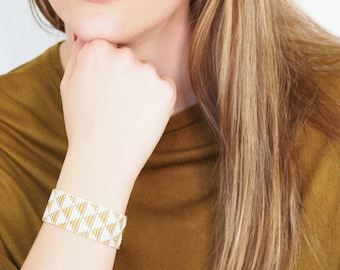 Triangles beaded bracelet, gold seed bead bracelet,  geometric bracelet, native american modern jewelery, tribal bracelet, boho bracelet