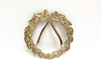Brass wreath trivet | wreath with acorns and a bow | vintage holiday | vintage Christmas | holiday entertaining | hostess gift