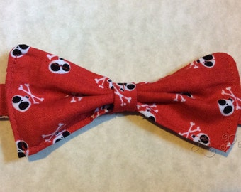 Red Crossbones  bowtie, boys bowtie, boys tie, boys necktie, toddler tie, skull tie, toddler necktie, baby tie, infant tie, infant necktie