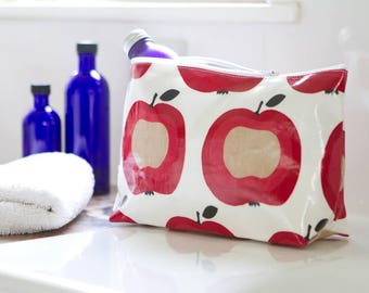 Stand alone oilcloth washbag apple.