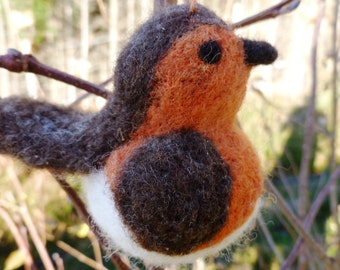 Needle Felting Kit - A Robin. Get crafty and make a cute felt bird from our beautiful naturally dyed fleece. Contains everything you need!