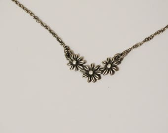 """Retired James Avery Sterling Silver Margarita Daisy Flower 17"""" Inch Necklace."""