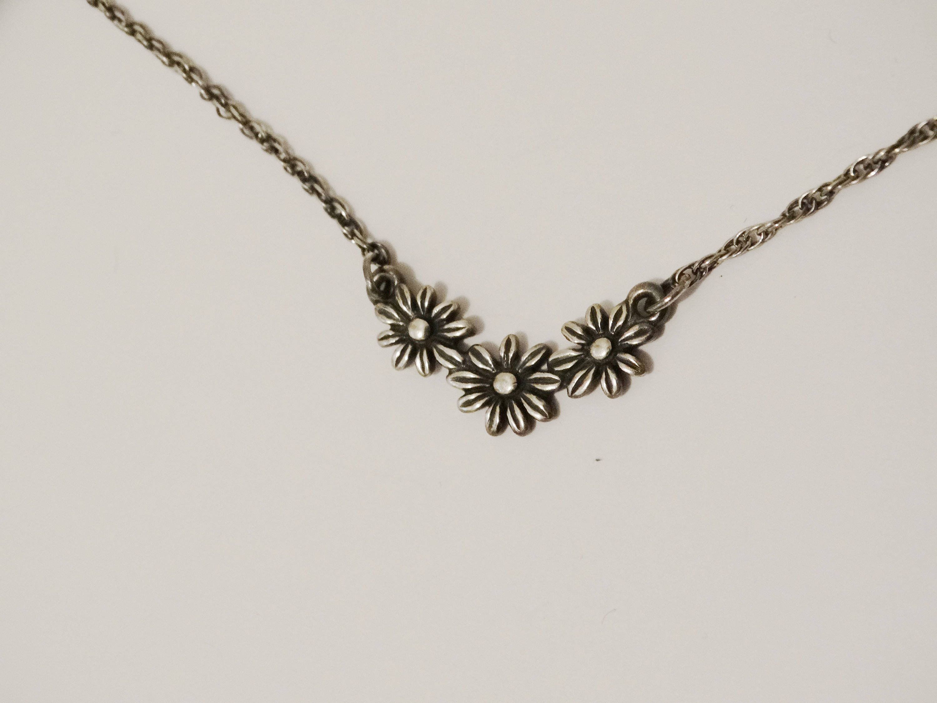 gold trio kids of daisy us necklace daisies