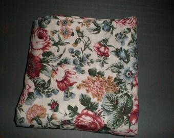 Flannel Pillowcase for Bedroom Std Size in Rose Florals