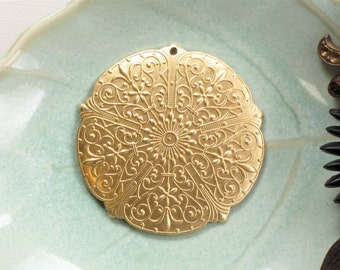 4 pcs round Filigree brass jewelry charms drops . 37mm (S101). Please read description