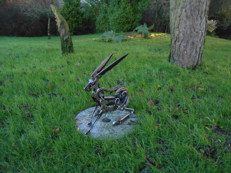 Schrott Metall Hase Leben Größe Skulptur
