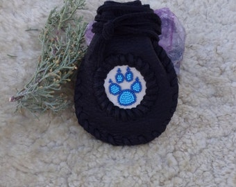 Leather amulet bag with wolf totem, Beaded wolf paw bag , black drawstring pouch , Wolf necklace bag