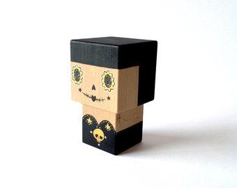 """Figurine cubique en bois décorative """"Calavera"""" noire et dorée taille M ou L"""